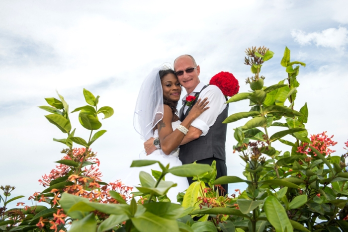 Jamaica is located in the center of the Caribbean and it has the perfect climate for a Caribbean wedding , it also has stunning backdrops for magnificent wedding photos