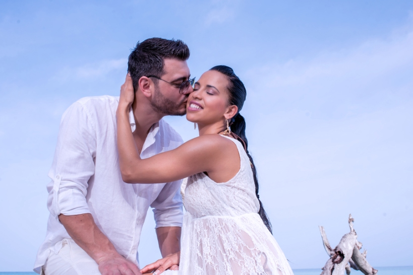 With time fashion and trends of wedding photography acquire new dimensions. An experienced Jamaican wedding photographer